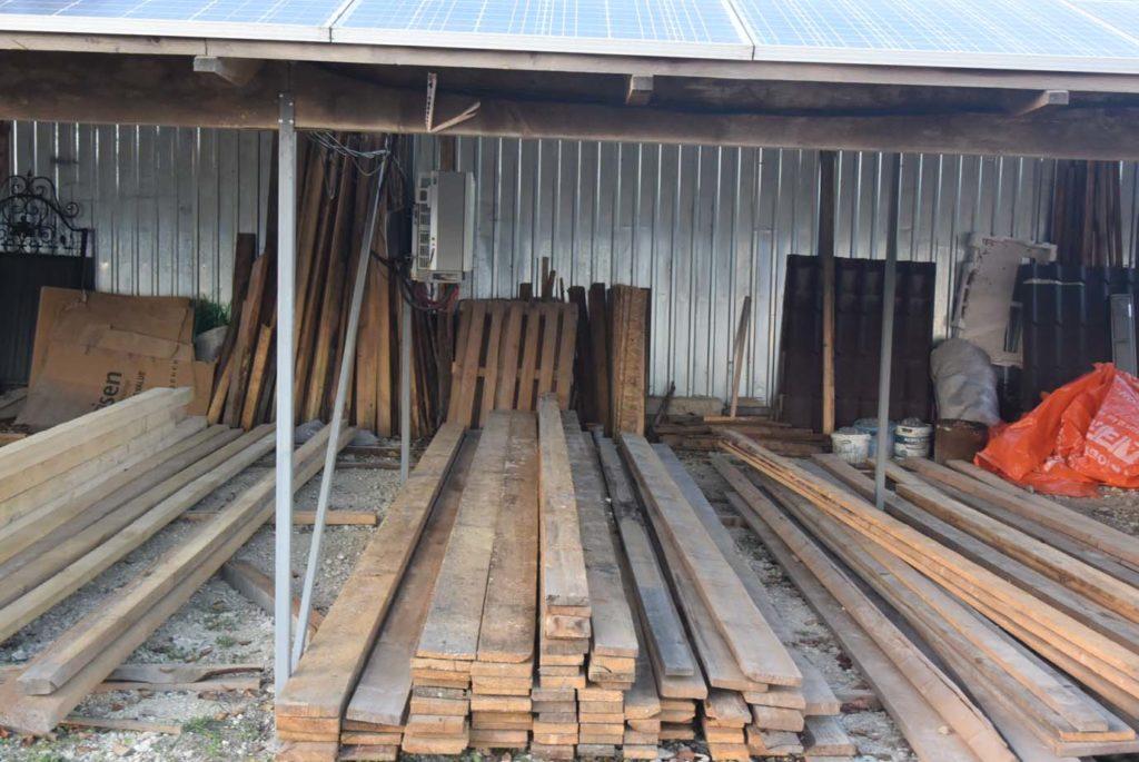 дерев'яному каркасі