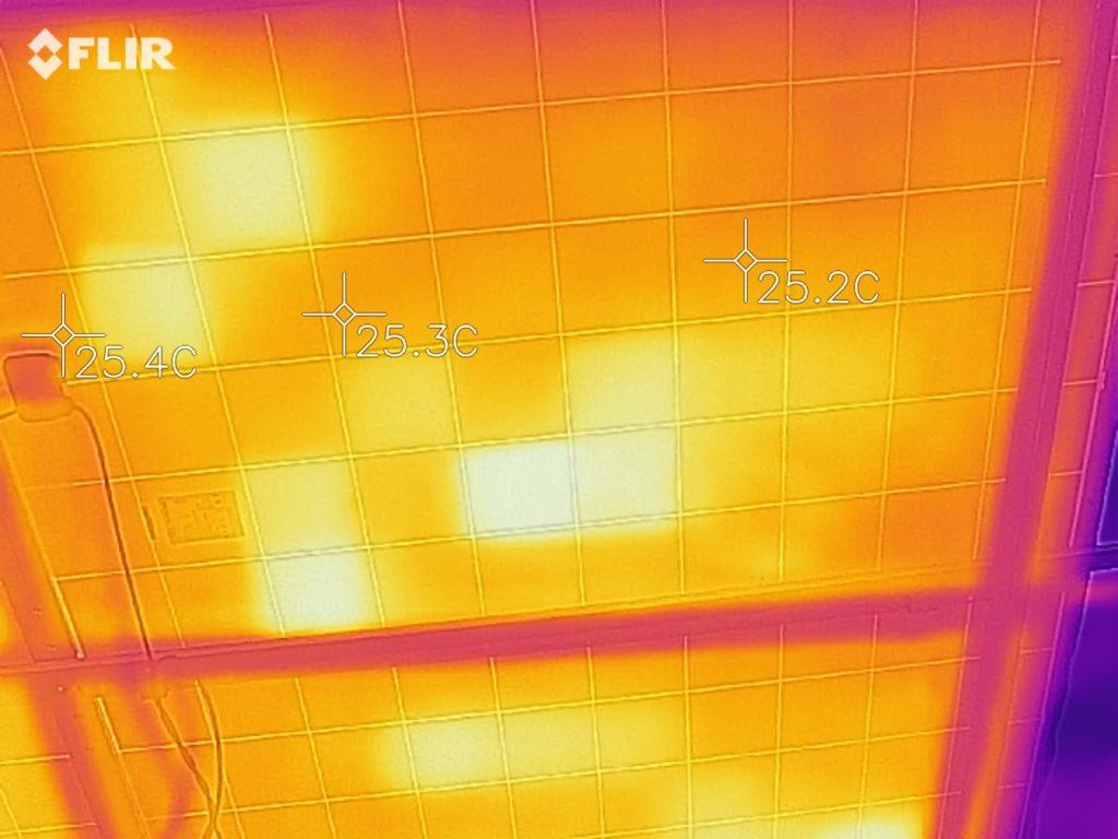 Одиночные ячейки горячее других. закономерности нет